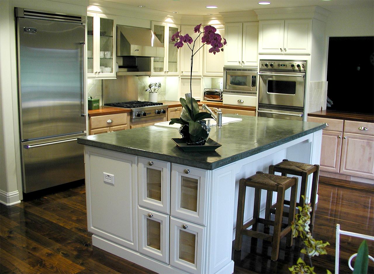 White maple cabinets in San Mateo, California